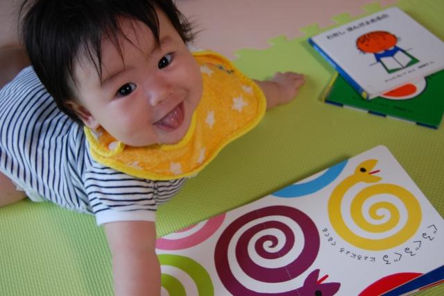 子供が読書するようになるかは幼児期の絵本の読み聞かせにあるらしい。その理屈は、、、